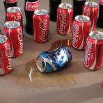 Pepsi entra em bairro errado e leva uma surra!