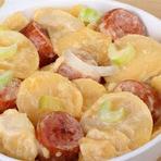 Culinária - Batata assada com linguiça