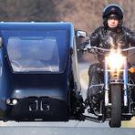Automóveis - Homem cria moto fúnebre para levar caixões na Alemanha.