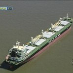 Navio de grande porte encalha na Lagoa dos Patos