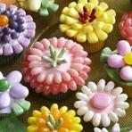 Culinária - Cupcakes decorados com jujubas super coloridas