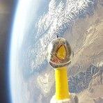 Espaço - Galinha de borracha no espaço