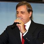 Pastor da Renascer vende pulseira para reformar antena da TV Gospel