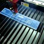Tecnologia & Ciência - VÍDEO - Veja como se corta e grava acrílico a laser.