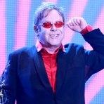 Música - Elton John é internado em Los Angeles