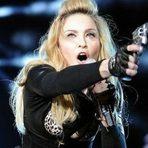 Música - Madonna é alvo de polêmica por se apresentar em show com armas de fogo