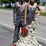 Entretenimento - Dez casais disputam concurso com trajes feitos de fita adesiva
