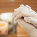 Moda & Beleza - Luva de parafina hidrata mãos ressecadas; veja passo a passo