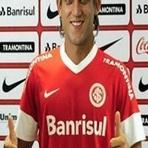 Futebol - Regularizado, Rafael Moura já pode fazer sua estreia do a camisa do Internacional.