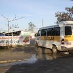 Segurança - Buracos dificultam acesso à creche em Palhoça