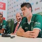 Futebol - Guarani apresenta um zagueiro, um meia e um centroavante.