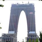 Entretenimento - Arranha-céu em forma de ceroulas gigantes gera polêmica na China