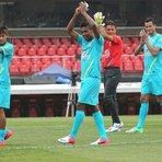 Futebol - De volta ao Brasil, seleção tenta derrotar a desconfiança