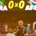 Futebol -  Brasil é vaiado por torcida em jogo contra África