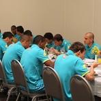 Futebol - Seleção Brasileira chega a Goiânia, Neymar e Arouca chegaram atrasados!