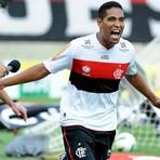 Futebol - SportsNow: Com gols de veteranos, Fla bate Dragão de virada na luta contra Z-4