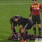 Futebol - Mouhammadou Dabo, do Lyon, sofre convulsão em partida pela Liga Europa