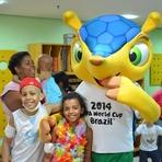 Futebol - Mascote da Copa visita à Casa Ronald Rio