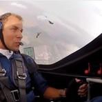 Entretenimento - Acrobacias aéreas de Martin Sonka, formação de pára-quedas