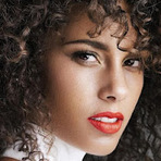 """Música - """"Girl On Fire"""", Alicia Keys faz apresentação de novo single no Talk Show 'Skavlan'"""
