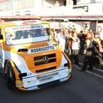 Esportes - Régis Boessio é pole na fórmula truck no dia marcado por um acidente grave de Diumar Bueno