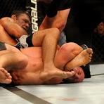 Esportes - Minotauro ganha a luta e ganha o maior salário do ano no UFC Rio