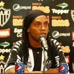 Galo pretende Triplicar salário de Ronaldinho Gaúcho
