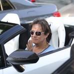 Entretenimento - Roberto Carlos desfila de carro conversível pelo Rio