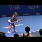 Esportes - Em partida amistosa tenista Wozniacki aumenta o peito e imita Serena Williams