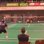 Esportes - Ponto épico em partida de Badminton