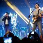Entretenimento - Jorge e Mateus cantam para 15 mil pessoas em Caxias Em duas horas de show, dupla goiana hipnotizou o público