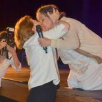 Entretenimento - Fernanda Montenegro beija atriz na boca