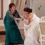 Entretenimento - Últimos capítulos: Nieta imita cena de novela e rasga vestido de noiva de Carolina