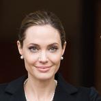 Saúde - Atriz Angelina Jolie anuncia que retirou seios para evitar cancer