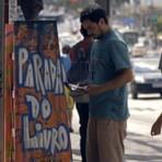 Livros - Parada do Livro: estantes nos pontos de ônibus de SP oferecem livros gratuitos