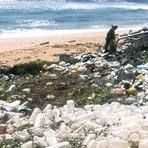 Meio ambiente - Chinelos descartados em praias viram brinquedos