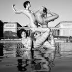 Fotos - 'Nuas', Acrobatas se Contorcem em Lugares Inusitados