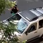 Internacional - Mulher é filmada quebrando carro do marido após traição nos EUA