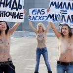 """Internacional - LA É NO PEITO E NA RAÇA """"Ucranianas protestam contra preço do gás, apesar do frio """""""