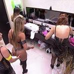 Entretenimento - BBB 14 Clara não perde a oportunidade e dar apalpada no bumbum de Vanessa! Vídeo