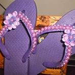 Chinelo bordado com pérolas lilás