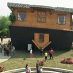 Internacional - Casa construída de cabeça para baixo atrai turistas na China