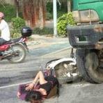 Internacional - Chinesa Sofre Acidente de Moto e Estuda Enquanto Aguarda Socorro