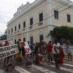 Copa do Mundo - Manifestantes ocupam área em frente ao Paço Municipal de Fortaleza