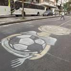 Copa do Mundo - Frustração com a Copa se reflete na decoração das ruas do Rio