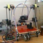 Impressora 3D feita em casa.