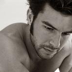Bernardo Velasco posa sem camisa para o fotógrafo Sergio Baia