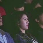 Vídeos - O celular de todos tocou ao mesmo tempo dentro do cinema. Desviaram o olhar e... veja só o que acontece!