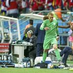 Copa do Mundo - Goleiro da Holanda não engole a substituição, chuta balde e se desculpa