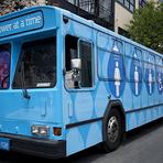 Utilidade Pública - Ônibus de banho para sem-teto começa a rodar